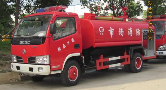 东风福瑞卡消防洒水车(带器材箱)
