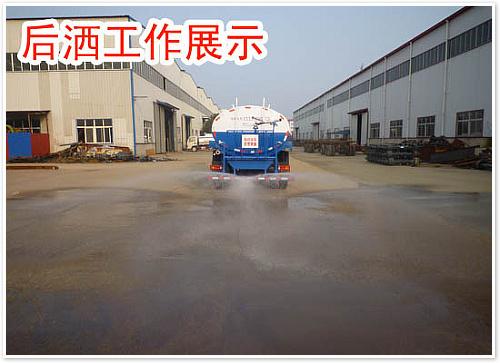 东风天锦绿化喷洒车后洒工作展示