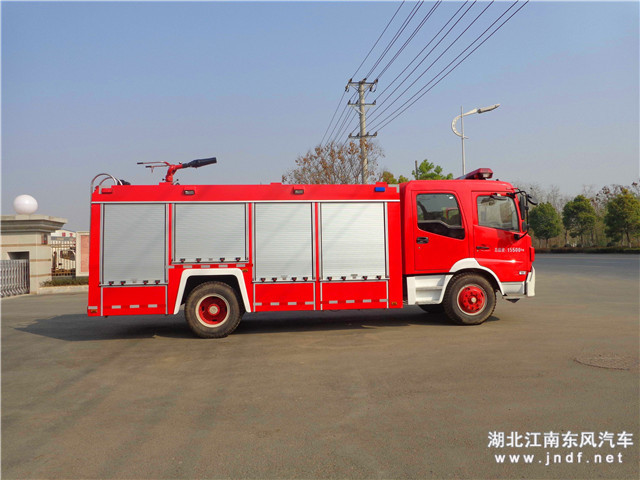 东风天锦水罐消防车