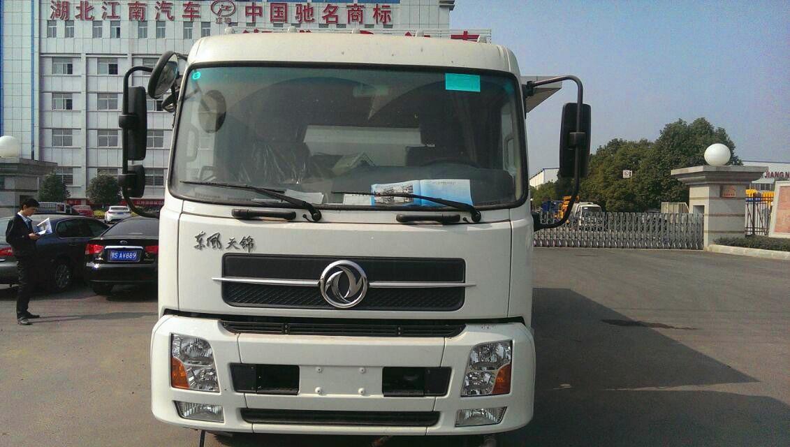 东风天锦扫路车图片