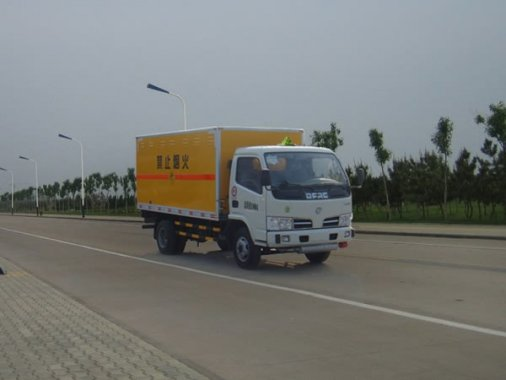东风锐铃爆破器材运输车(3.4吨)