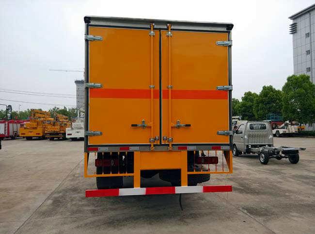 东风天锦爆破器材运输车(8.55吨)