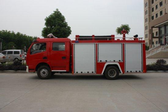 东风多利卡泡沫消防车