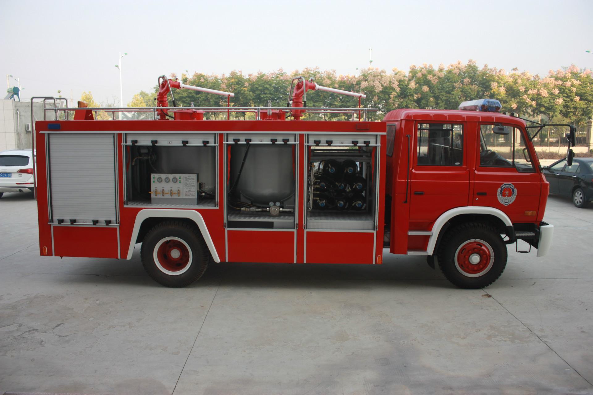 东风153 3吨干粉消防车