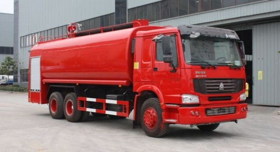 豪泺25吨消防洒水车