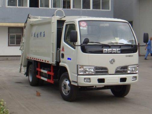 东风小多利卡压缩式垃圾车
