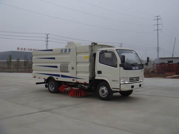 国五东风多利卡5吨扫路车图片
