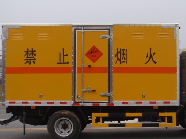 江铃双排爆破器材运输车