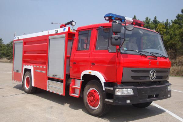 东风153 8吨水罐消防车