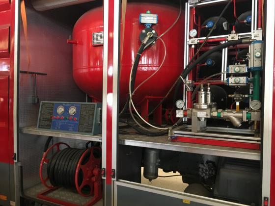 JDF5190GXFGP70/Z型干粉泡沫联用消防车器干粉罐