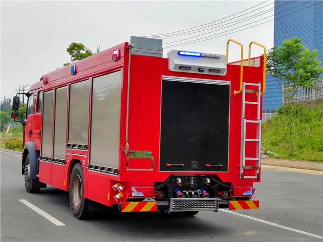 德国MAN压缩空气泡沫消防车图片