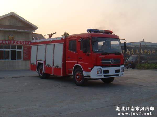 东风康明斯水灌泡沫消防车