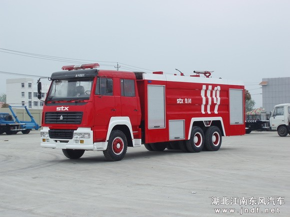 斯太尔王后双桥水罐-泡沫消防车