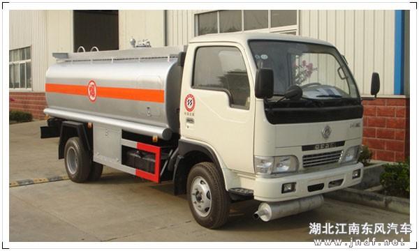 东风小霸王加油车(容积:4-5m³)