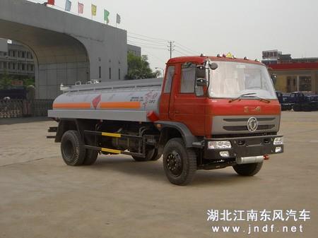 东风EQ1080加油车