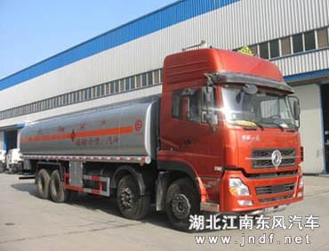 东风天龙前四后八油罐车(容积:25-36m³)