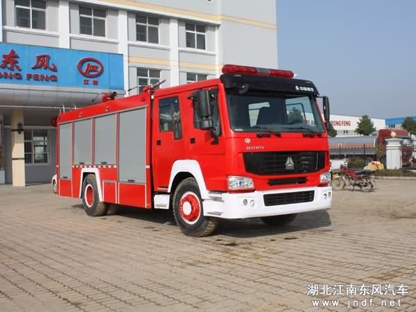 重汽豪沃单桥水罐|泡沫消防车(8吨)