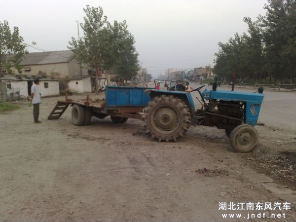 拖拉机改的挖掘机平板运输车-清障车|平板拖车|平板
