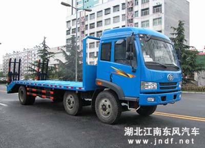 解放小三轴低平板运输车/解放小三轴挖掘机拖车