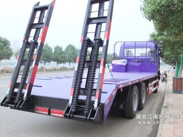 楚风后八轮平板运输车加强型双弹簧爬梯