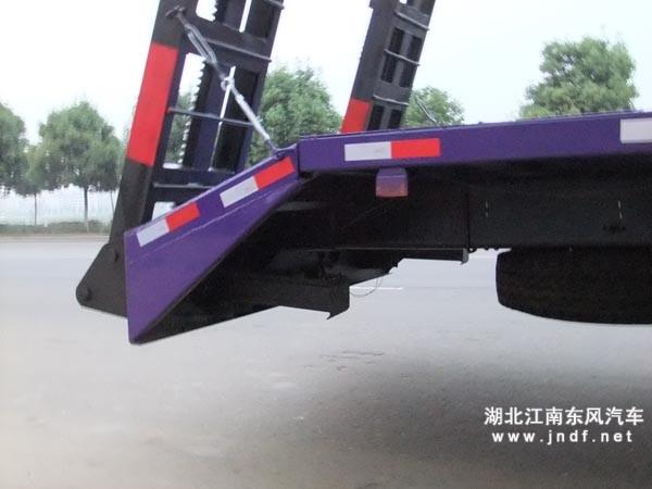 楚风后八轮平板运输车个性爬梯支腿