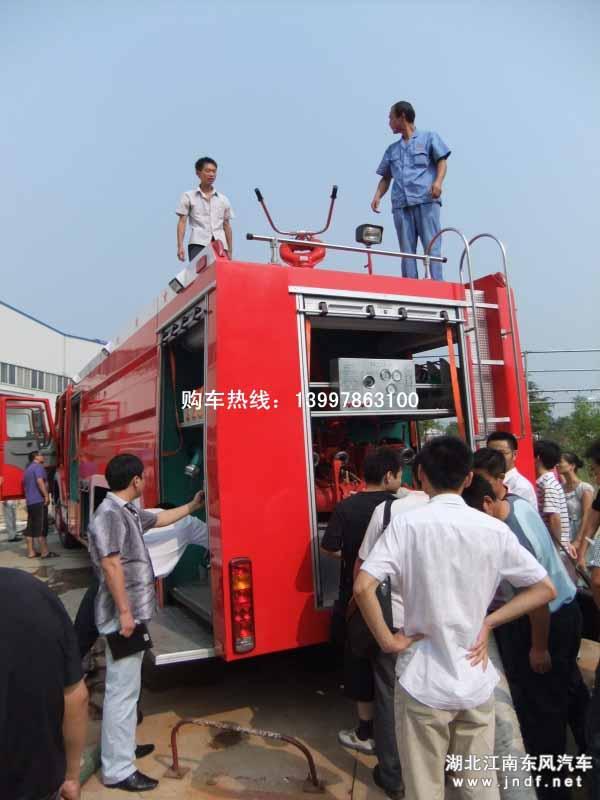 现场操作演示水灌泡沫消防车消防炮