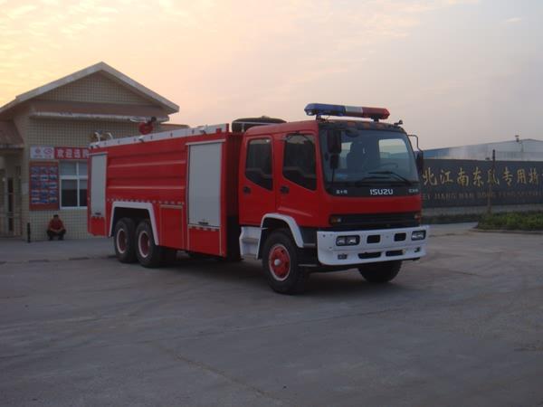 庆铃后双桥12吨水罐消防车