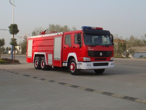 重汽豪沃12-15吨水罐消防车