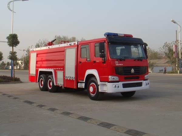 重汽豪沃12-15吨泡沫消防车