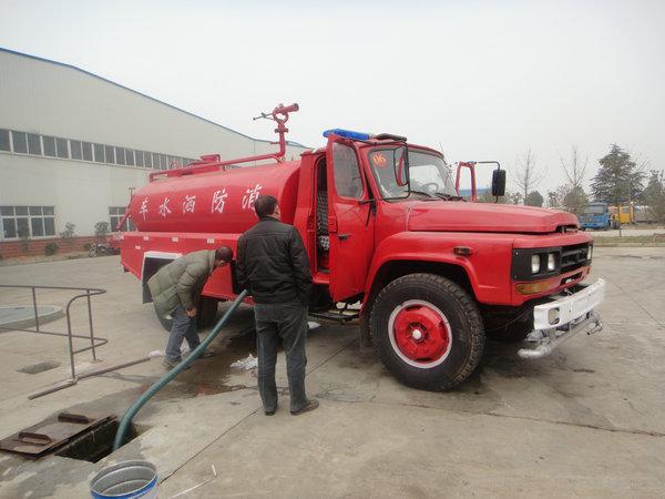 东风140尖头消防洒水车